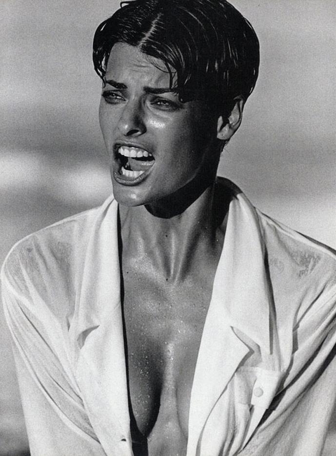 Linda Evangelista photographed by Peter Lindbergh for Vogue Italia December 1989 / white shirt in fashion editorials / short history of white shirt / wardrobe essentials / via fashioned by love british fashion blog