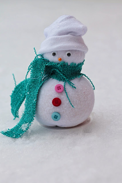 No sew sock snowman by Handimania. A fun family craft project. www.goodfoodshared.blogspot.com