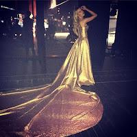 Vestido dourado arrasador