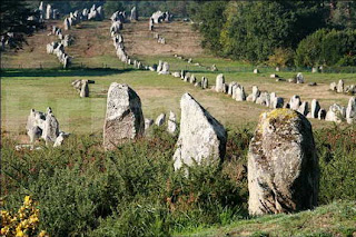 carnac stones 10 Misteri Besar Yang Tak Terpecahkan Lalu Dilupakan