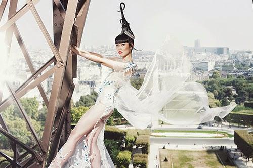 Minh Anh trong bức ảnh chụp poster cho show diễn thời trang lần thứ tám do cô và công ty tổ chức.