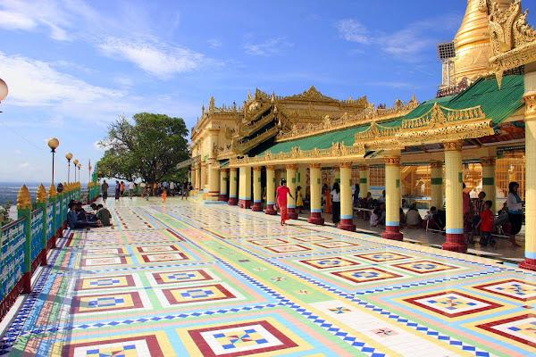 Pagoda Soon Oo Ponya Shin en la colina Sagaing Hill