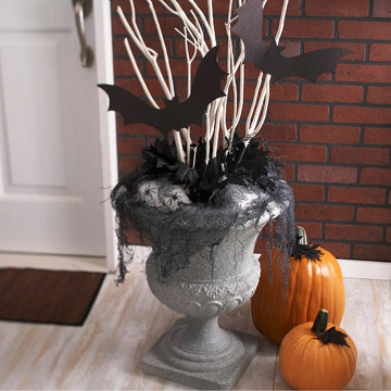 Craft Ideas Halloween Door Decorating on Doorstep Halloween Urn Display