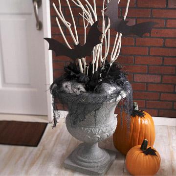 Doorstep Halloween Urn Display & Halloween Decorations Ideas: Easy 2011 Halloween Door Decor Ideas
