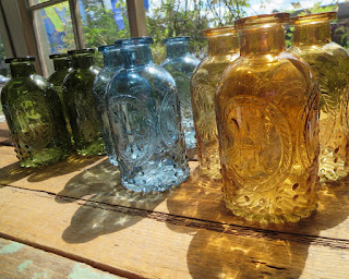 https://squareup.com/market/nestinteriors/fleur-de-lis-glass-vase