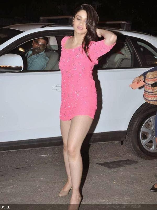 Alia Bhatt Hot In Pink