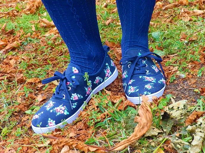 Long Black Cardigan, Floral H&M dress, Studded Reserved Belt, Blue tights, Red Zara Bowling bag, Primark floral tennis shoes, Maybelline Chromatics eyeliner Turquoise Vibe