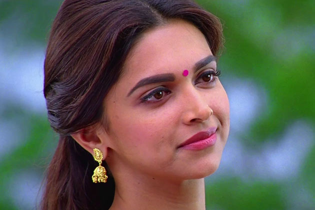 Cute Actress: Deepika Padukone Still From Chennai Express