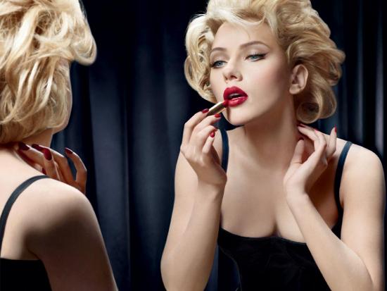 http://1.bp.blogspot.com/-GFRwqM7ASOo/Ter5TUh5VBI/AAAAAAAAAxM/dZE-SlZhFD8/s1600/Scarlett-para-Dolce-Gabbana-II.jpg