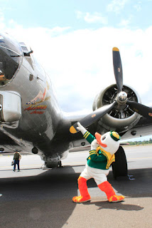 Airplanista Aviation Blog: A Classy Organization Steps Up to Let The Oregon Duck Find His Wings