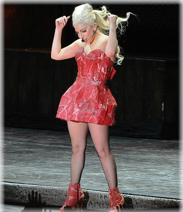 Lady Gaga se muele como carne cruda en el escenario - CANTANTE FAMOSA