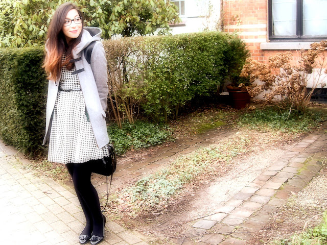 outfit, Naf Naf, pied-de-poule, pinafore, dress, Primark, Primark dress, Vintage, vintage inspired, NafNaf duffel coat, Primark flats, Essie Really Red  nail polish.