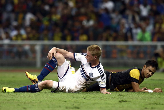 Chelsea player Kevin De Bruyne injured his knee after scoring a goal against Malaysia XI