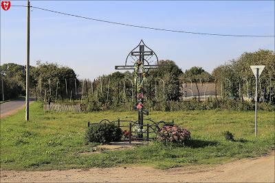 Православный крест у въезда в Солтаны