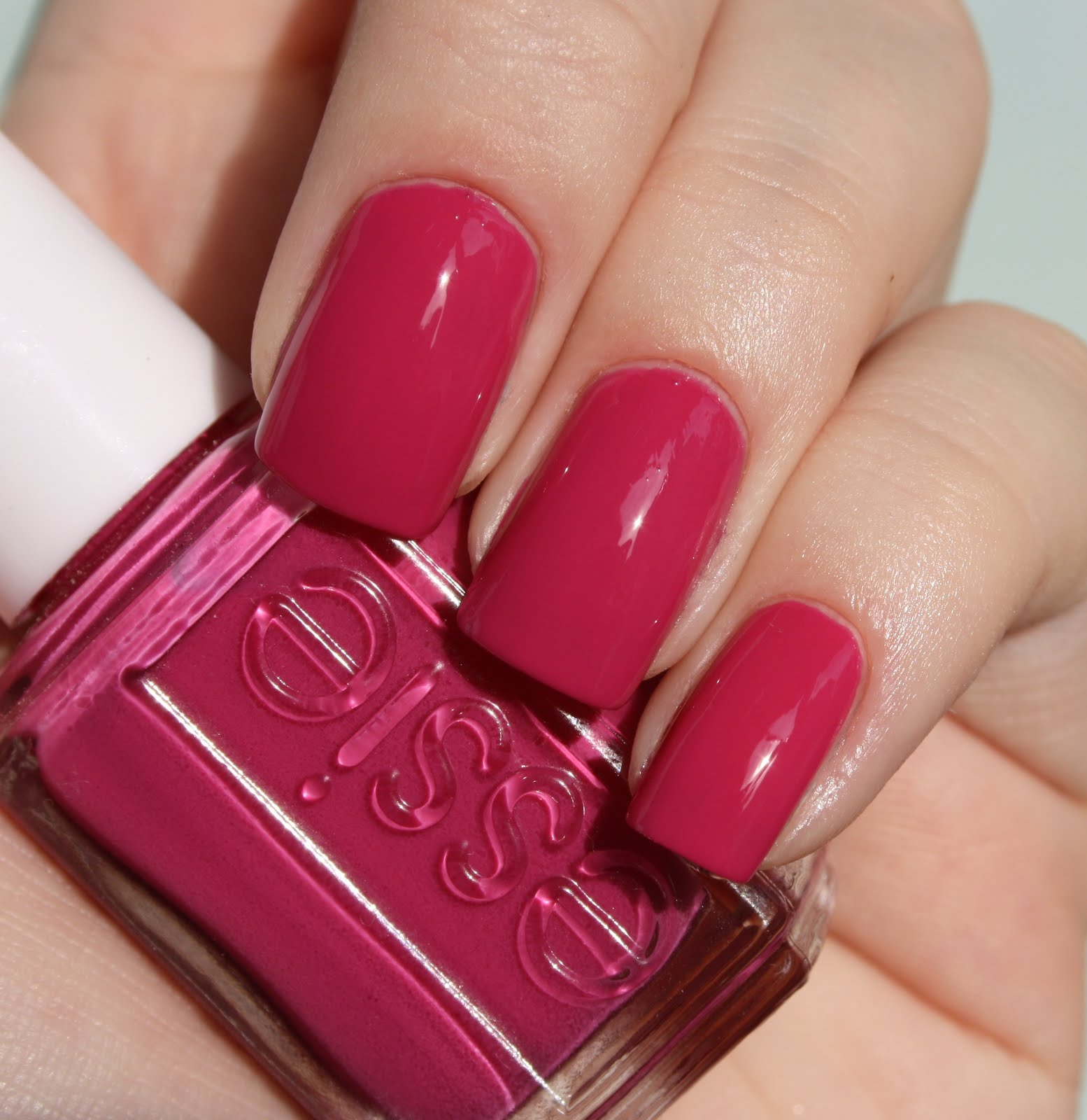 Red Nail Polish On Thumb: Vique's Varnish: Essie No Boundaries