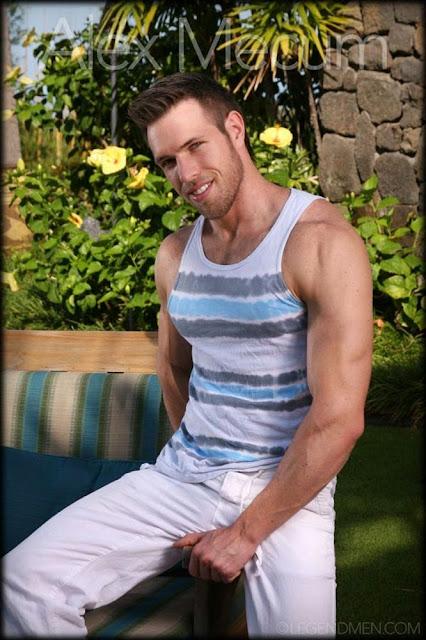 Alex Mecum, desnudo, gay, Hombre, Homoerotico, Homosexual, miembro viril, modelo, musculoso, stripper, velludo,