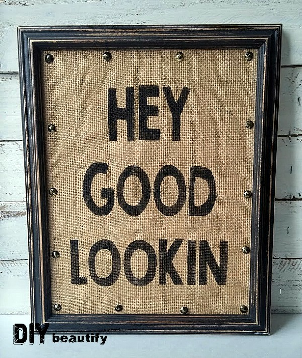 Stenciled Burlap Sign | DIY beautify | Get your FREE printable download at DIY beautify blog