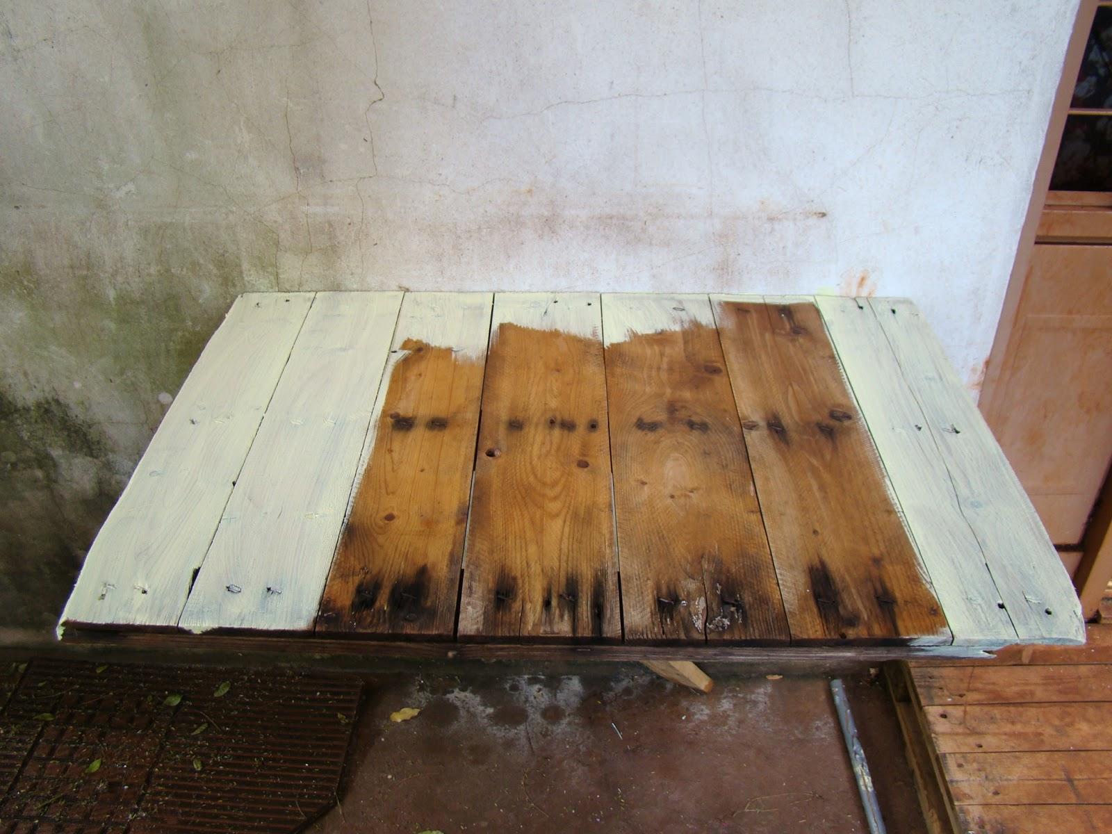 Pintando nossa mesa. A madeira pode até estar um pouco detonada (como  #966A35 1600x1200