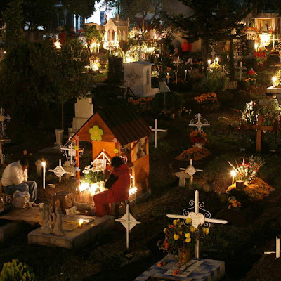 Cemetery Celebrations on New Year Eve 7 Tradisi Tahun Baru nan Unik