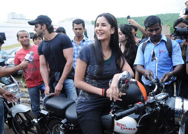 katrina kaif takes rides - photo #3