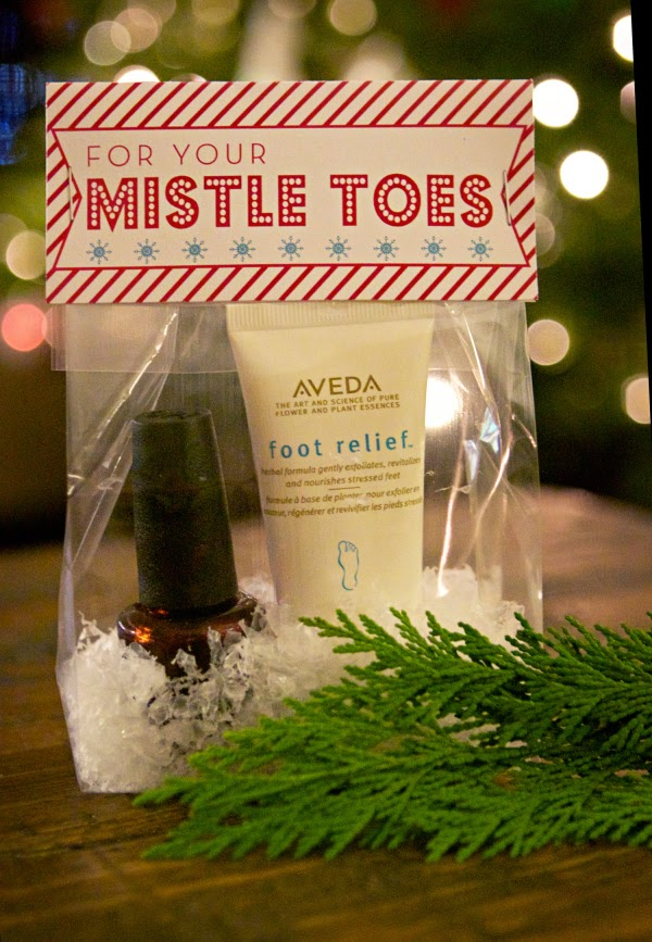 http://ivyinthebay.com/2012/12/17/for-your-mistle-toes-free-printable/