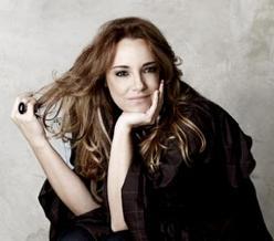 Ana Carolina canta combustível em Amor à Vida