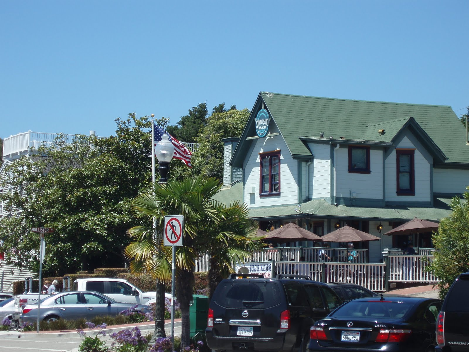 Summerland Beach Cafe serving breakfast and lunch