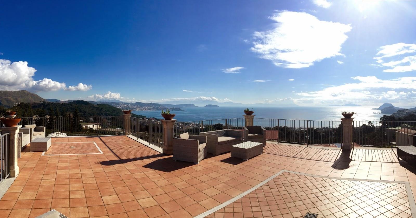 Location Per Matrimoni Con Terrazza Panoramica su Napoli. Villa ...