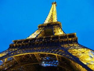 Menara Eifel di Paris, Perancis adalah Salah Satu Kenangan Mesra Kami