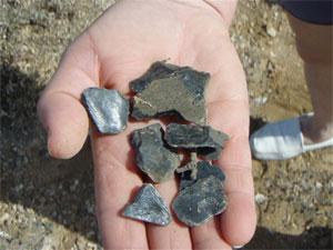 Ο οψιανός θραύσματα που εισάγονται από το νησί της Μήλου, πριν από χιλιάδες χρόνια.