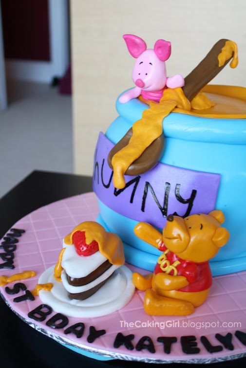 TheCakingGirl: Fondant Decorating: Winnie The Pooh Cake ...