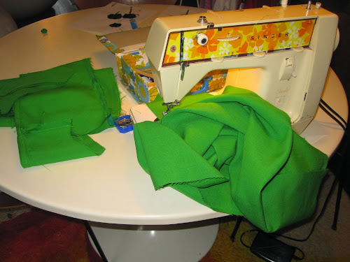 Addicted to my sewing machine : green jumper dress with plastron , based on 1967 Simplicity pattern ( n° 7255) vintage sixties sew retro 1960 1960s 1960's 60s 60's années 60 70 seventies 1970 1970s 1970's 70's couture mode space age mods andre courreges pierre cardin