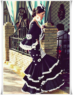 Inspiration Flamenca dress entre cirios y volantes