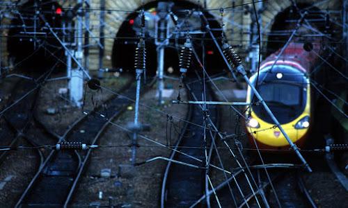 Novo projeto no Reino Unido prevê trens elétricos alimentados por energia solar off-grid