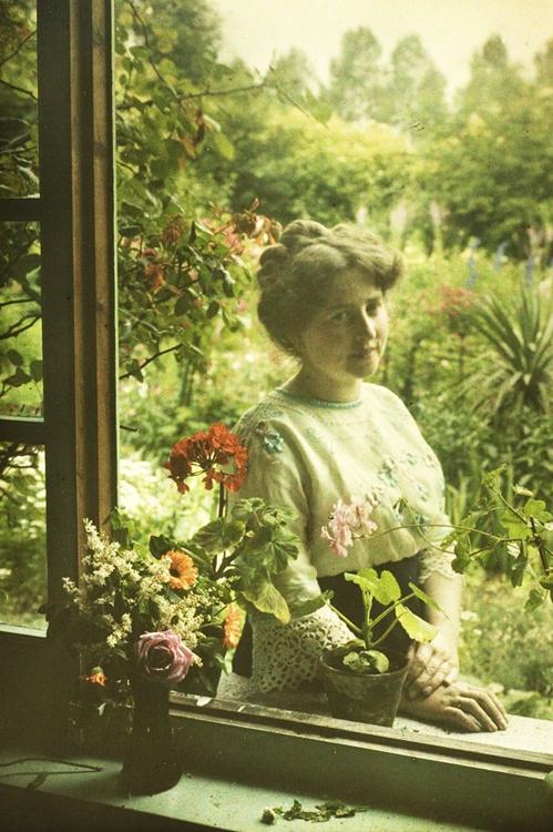 Alfonse Van Besten, Ma femme (Mrs. A. Van Besten). 1913. #antique #autochrome #woman