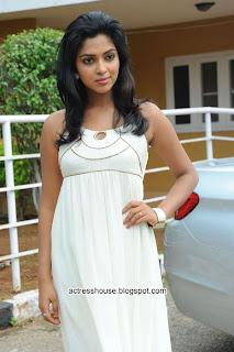 Amala Paul hot in sleveless white dress