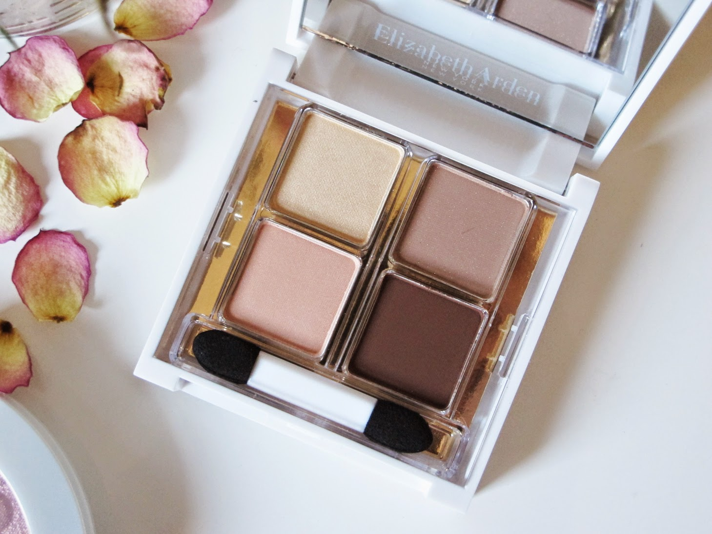 Elizabeth Arden Chic Browns
