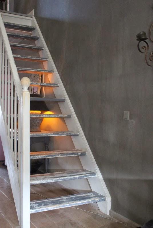 Het moonhuis de trap for Gang grijs en wit