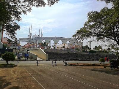 Masjid Agung Jawa Tengah, tampak dari parkiran