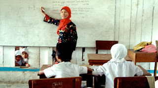 Contoh puisi Guru, Kumpulan Puisi Guru, Puisi Untuk Guru
