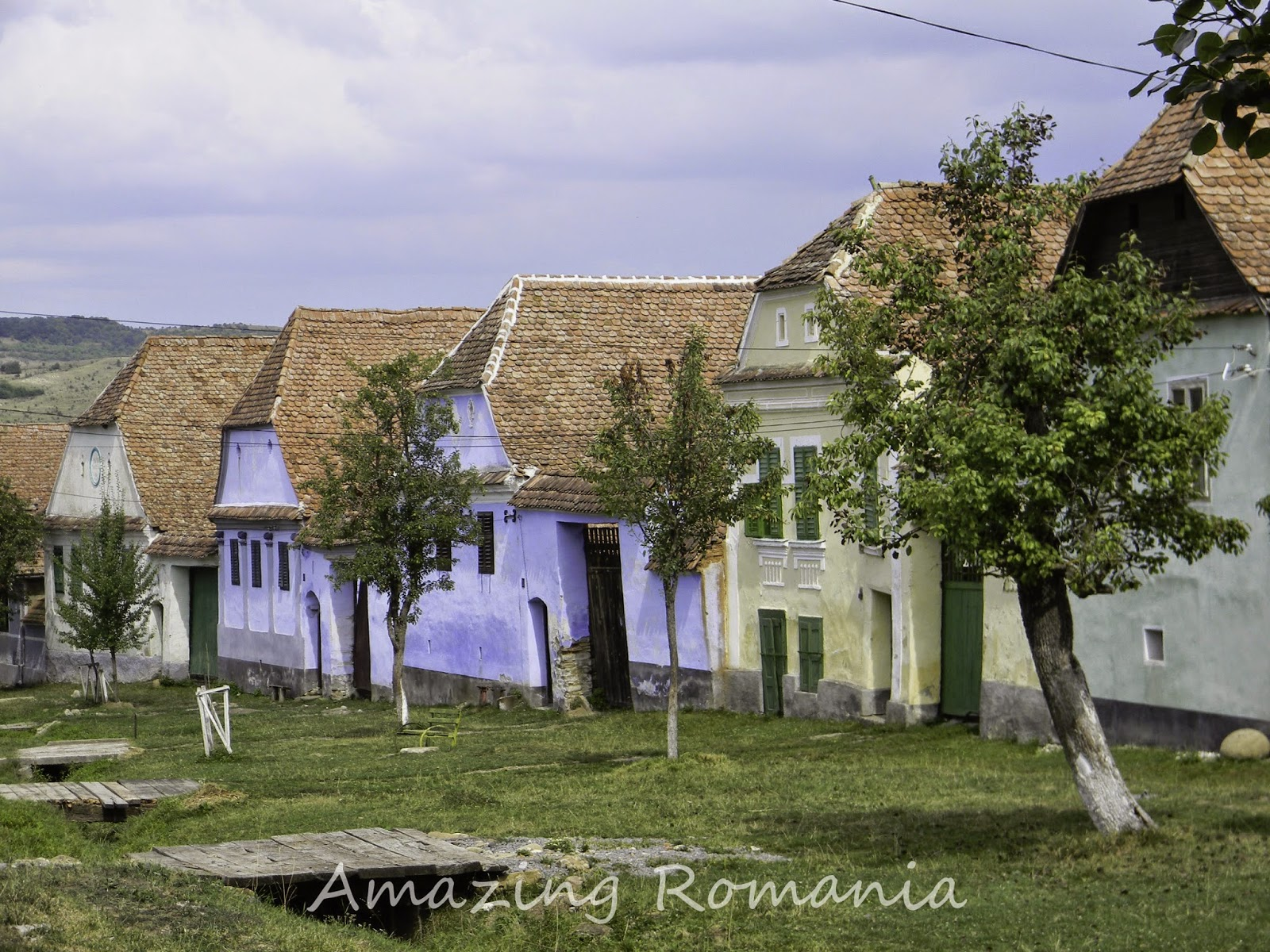 Amazing romania viscri prin ul charles printre colinele transilvaniei - Saxon style houses in transylvania ...