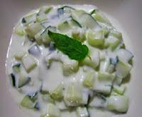 Ensalada con salsa de pepino para bajar de peso