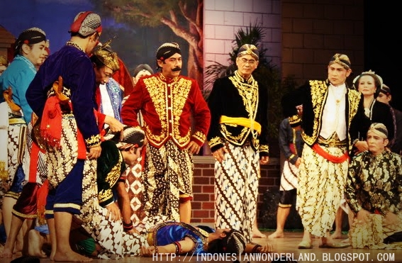 Mengenal Teater Tradisional Indonesia