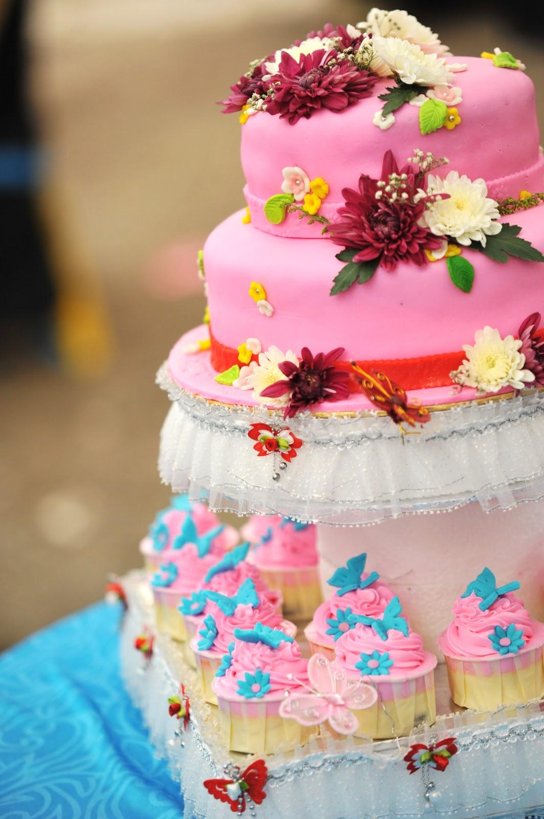2stack Fondant Wedding Cake | The Scandal of Cakes