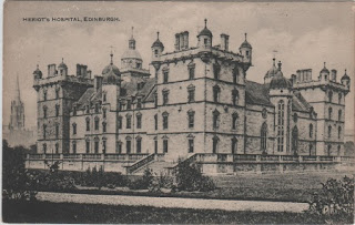 Vintage postcard of Herriot's Hospital, Edinburgh