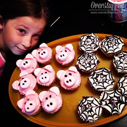 Charlotte's Web Book Club Refreshments: Charlotte and Wilbur cupcakes