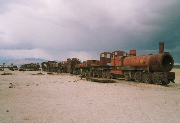 9 Kuburan Terunik di Dunia - Kuburan Kereta Api, Bolivia