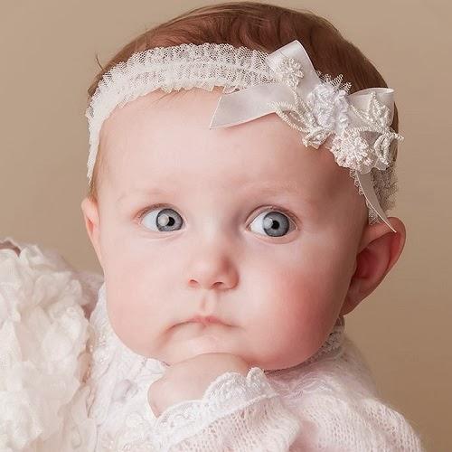 Bébé fille avec bandeau