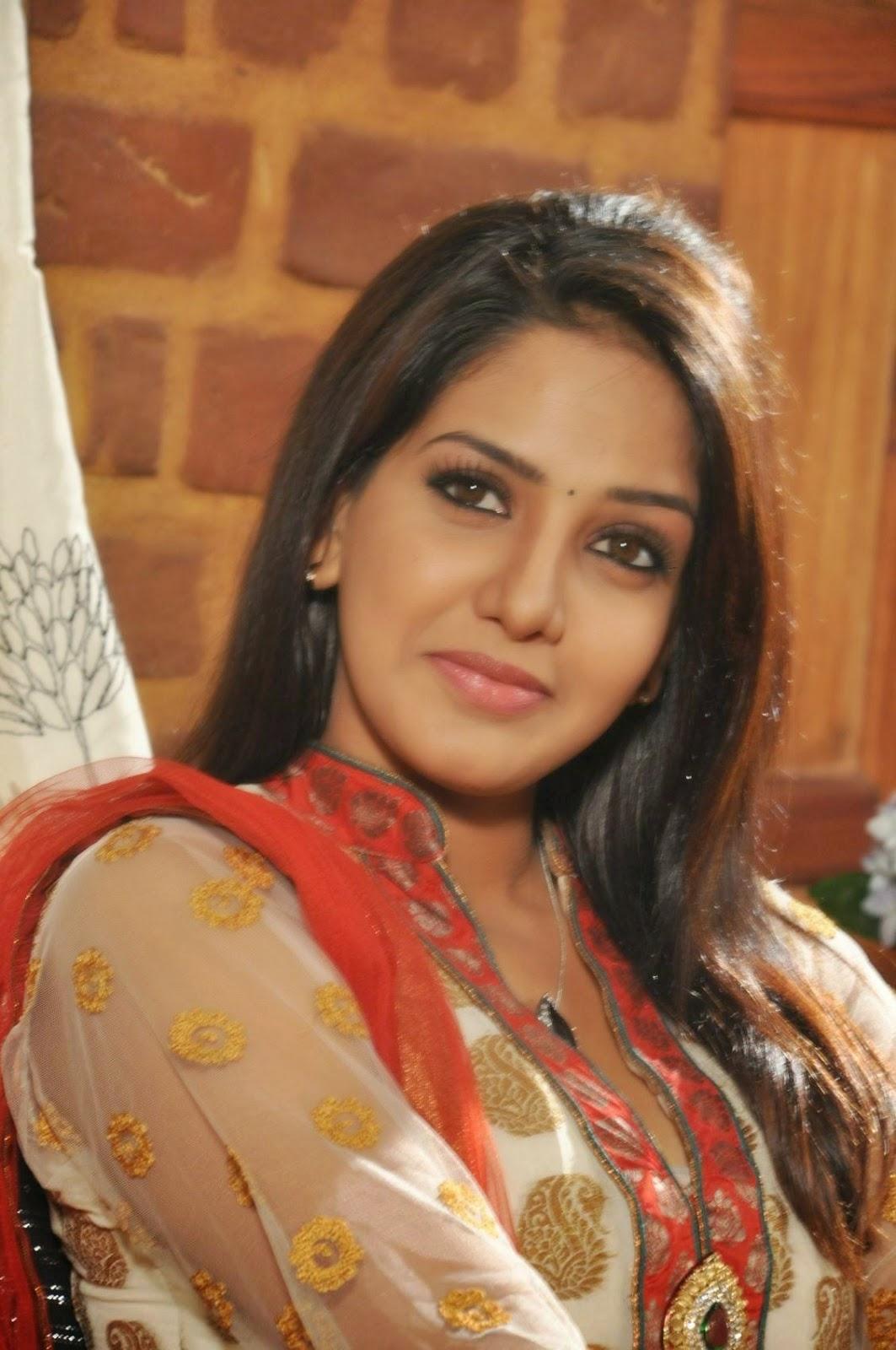 Bhavani Reddy Stills Ini Avane Tamil Movie