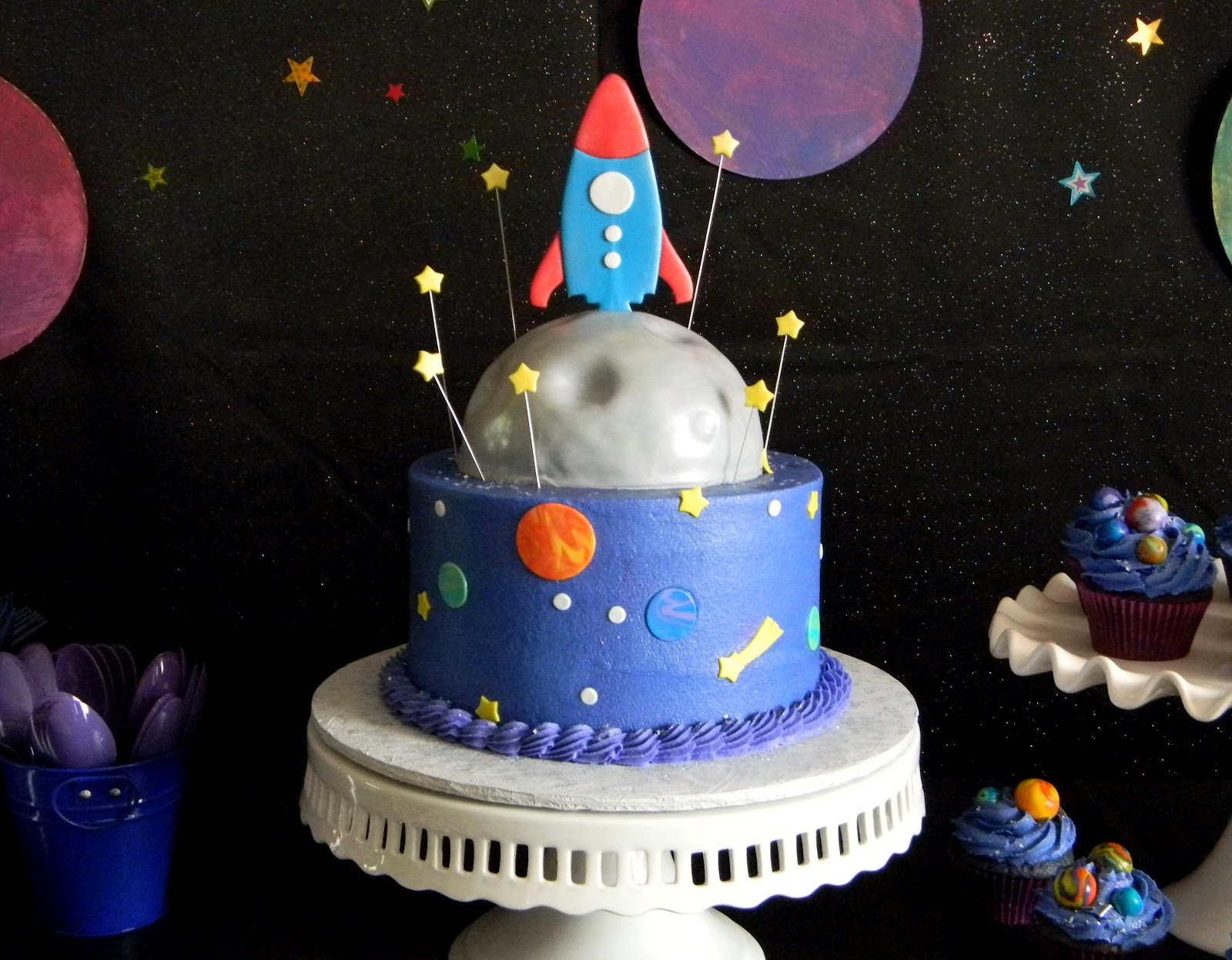 Frost your cake a blog to boldly go where no blog has for Cake decorations outer space